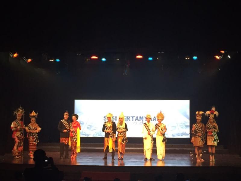 sesi pertanyaan Jevon Samuel Dan Maya Elvira Wakill II Duta Wisata Indonesia