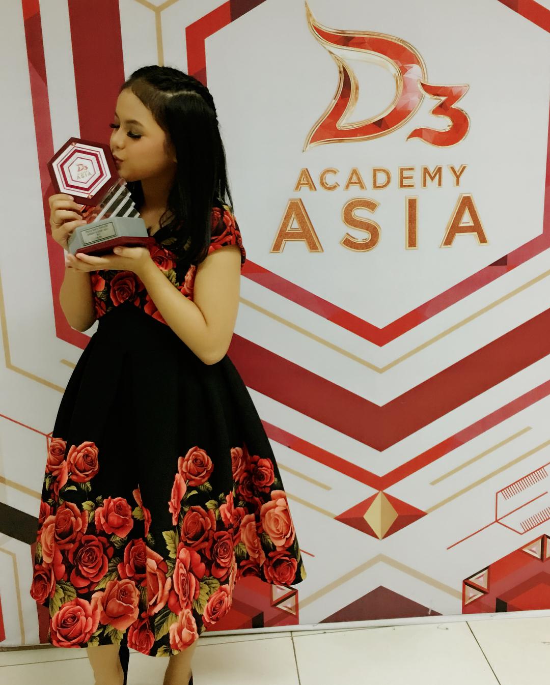 putri isnari juara finalis wanita favorit dangdut academy asia 3