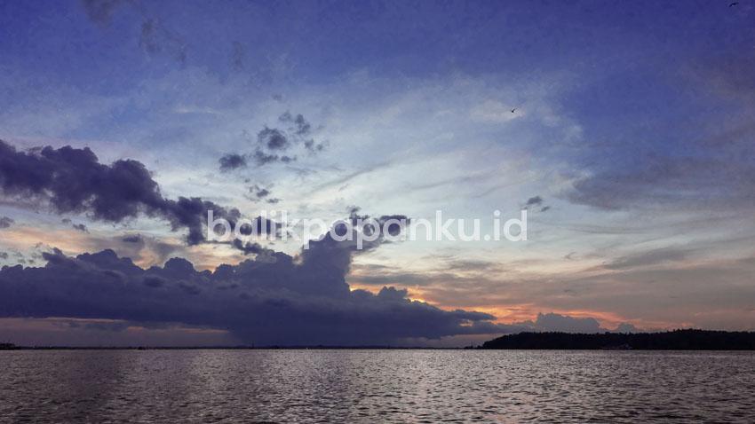 sunset di kawasan wisata hutan mangrove margomulyo