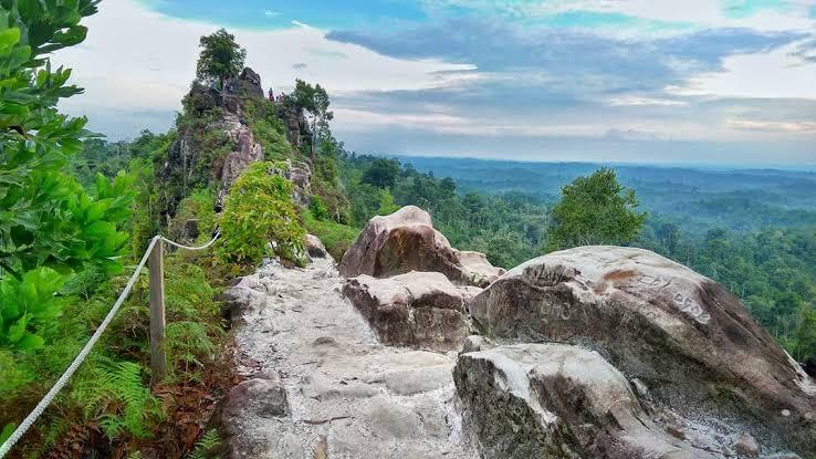 destinasi wisata ibu kota baru - batu dinding